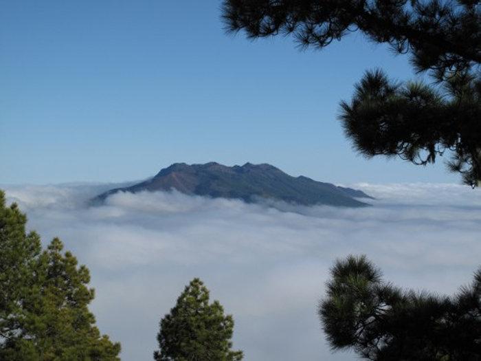 Vulkane im Wolkenmeer